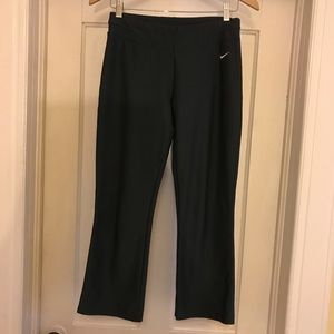 EUC Nike Dri-Fit Capri Crop Athletic Pant, S (4-6)